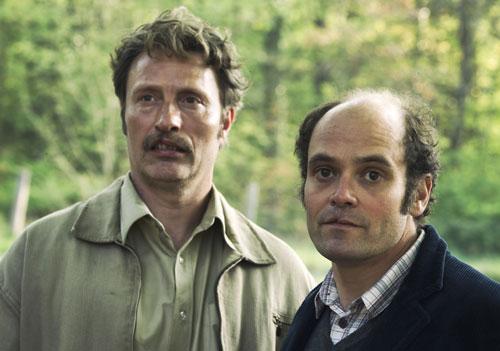 Elias (Mads Mikkelsen) und Gabriel (David Dencik) sind ungleiche Brüder. Verlierer sind sie aber beide.