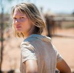 """Für ihren neuen Film """"Spuren"""" setzte sich Schauspielerin Mia Wasikowska in ungewohnter Weise den Elementen aus."""