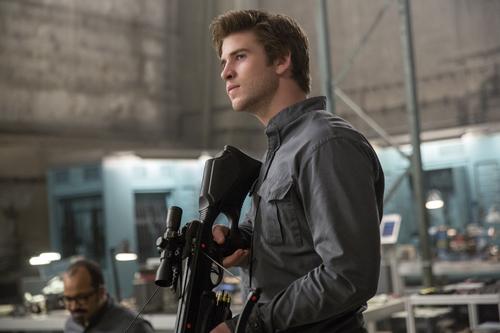 """Gale (Liam Hemsworth) kämpft in """"Die Tribute von Panem - Mockingjay Teil 1"""" an Katniss' Seite - für die Freiheit Panems und für die Liebe."""