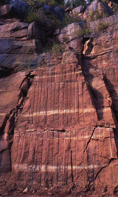 Sandstein pur: So dickbankige Exemplare wie im Steinbruch Rockenau gibt es in Freiburg nicht mehr.
