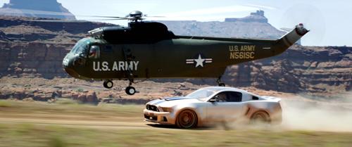 """So manche Idee und so mancher Kniff ist in """"Need For Speed"""" durchaus gelungen: So unterstützt Tobeys Kumpel Benny (Scott """"Kid Cudi"""" Mescudi) seinen Freund von oben."""