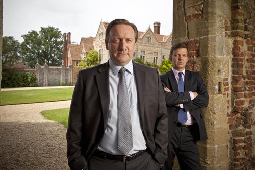 """Spiel mit der Oberfläche eines alten Englands: Schauspieler Neil Dudgeon (links) ist der neue """"Inspector Barnaby"""". Jason Hughes spielt seinen Assistenten Ben Jones."""