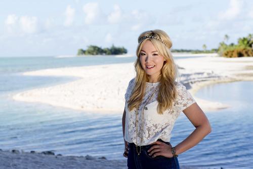""""""" Für 'Tutti Frutti 2.0' wäre ich nicht zu haben gewesen"""": Moderatorin Nela Lee präsentiert in jeder Folge von """"Adam und Eva - Gestrandet im Paradies"""" zwei Singles, die getrennt von einander am Strand einer einsamen, abgelegenen tropischen Insel in ihrer ganzen Natürlichkeit aufeinander treffen."""