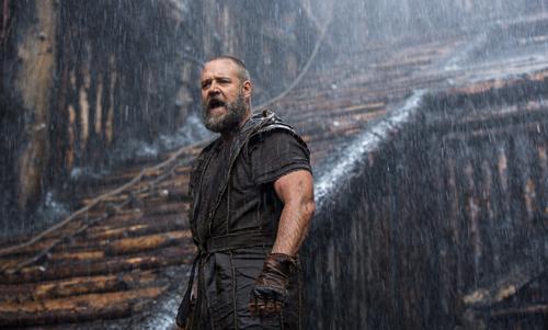 Wenn der Regen kommt: Russell Crowe beordert als Noah seine Familie auf die Arche.