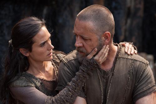 Naameh (Jennifer Connelly) gibt ihren Mann Noah (Russell Crowe) Kraft, Hoffnung und Liebe