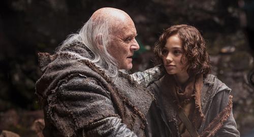 Methusalem (Sir Anthony Hopkins) wünscht sich von Noahs Sohn Sem (Gavin Casalegno) frische Beeren.