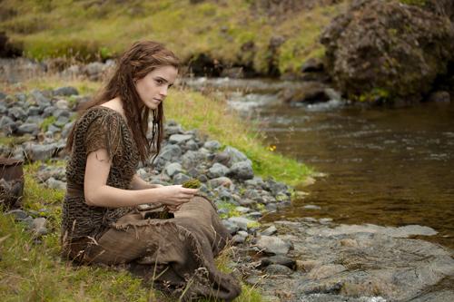 Ila (Emma Watson) spielt eine ganz besondere Rolle in der Planung des Schöpfers.