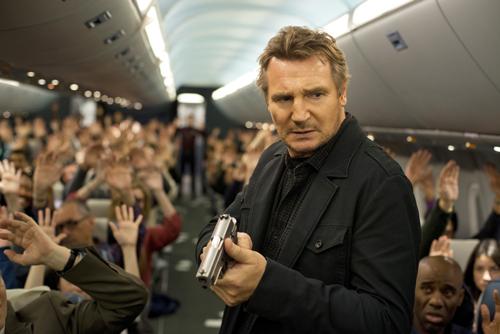 Bill Marks (Liam Neeson) wird vom Bodenpersonal verdächtigt, selbst der Entführer zu sein - und bald auch von den Passagieren.