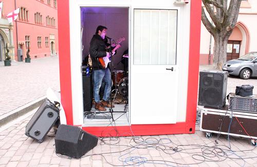 Laut: The Heron Theme haben Anfang Februar vor dem Rathaus ein musikalisches Ausrufezeichen gesetzt.