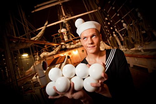 Hält alle Bälle gelichzeitig in der Luft: Olexandre Koblikov. Foto: teatro Colombino GmbH