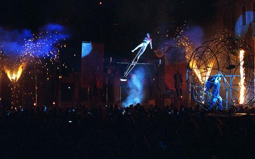 """Vor der Gesetzesänderung war das noch möglich: Pyrotechnik beim Stück """"Il Corso"""" auf dem Münsterplatz."""