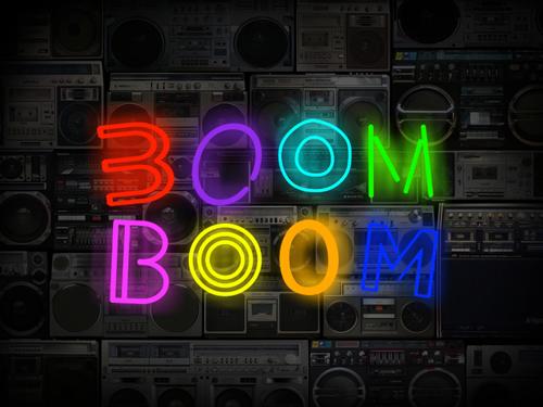 """Eines der Highlights: Für seine """"Boom-Boom-Wand"""" hat Henrik Springmann (Bild oben) rund 200 Ghettoblaster gesammelt."""