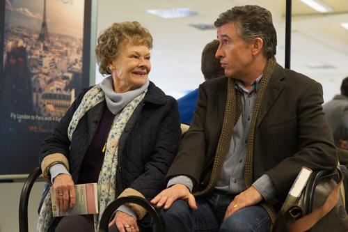 Mit ihrer unwiderstehlichen Freundlichkeit überrascht Philomena (Judy Dench) den zynischen Journalisten Martin Sixsmith (Steven Coogan) immer wieder.