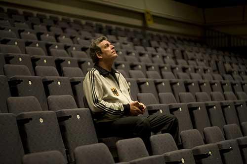 """""""Playoff"""" lehnt sich an die Biografie des israelischen Basketballtrainers Ralph Klein an."""