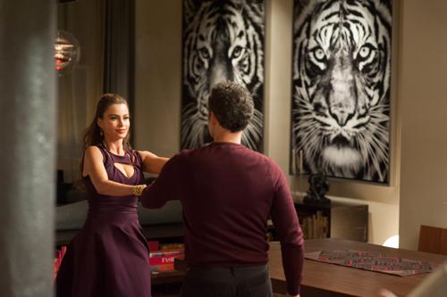 Selima (Sofía Vergara) ist als Kundin mit Fioravante (John Turturro) zufrieden.