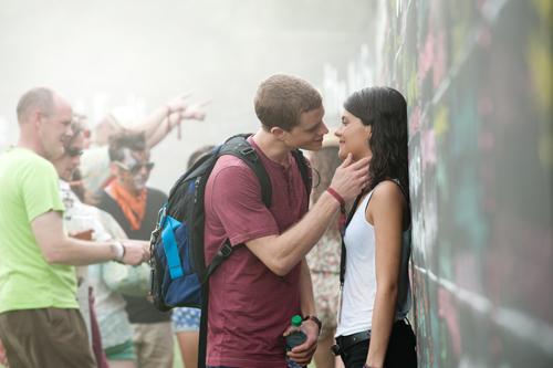 Nachdem er das zweite Mal zum selben Zeitpunkt in die Zeit zurückgereist ist, macht David (Jonny Weston) alles richtig und küsst das Mädchen seiner Träume Jessie (Sofia Black-D'Elia).