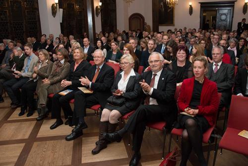 Gäste mit Rektor: Auch Wolfgang Jäger (vorne, Vierter von rechts) war unter den Unterstützern.