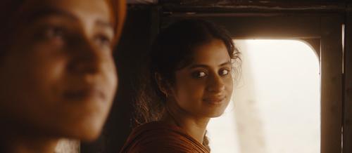 Trügerische Liebe: Neeli (Rasika Dugal, rechts) hat sich in Kanwar (Tillotama Shome) verliebt - nicht wissend, dass er eine Frau ist.