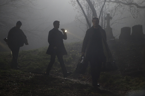"""Ein Film noir, der diesen Namen verdient: """"Ruhet in Frieden - A Walk Among The Tombstones"""" spielt die meiste Zeit in dunklen Ecken, bei Regen oder auf Friedhöfen."""