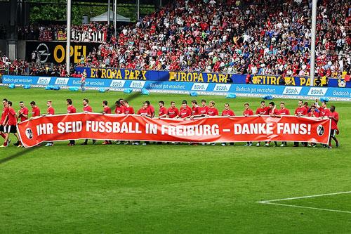 Der SC bedankt sich nach dem letzten Heimspiel bei seinen treuen Fans.