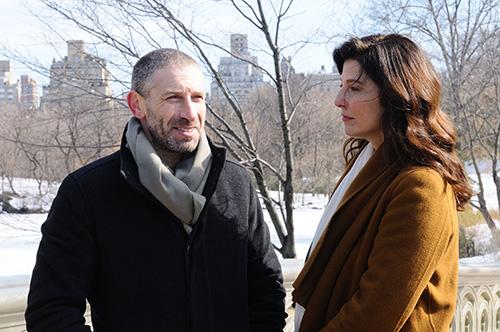 Szene mit Mark Ivanir und Catherine Keener.