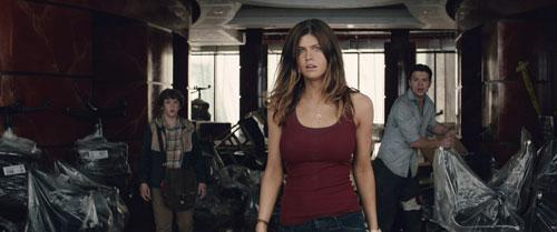 Was kommt da schon wieder auf uns zu? Blake (Alexandra Daddario) und ihre Begleiter haben die nächste Eskalation der Naturkatastrophe bereits vor Augen.