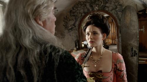 Gwen (Maria Ehrich) misstraut dem Grafen von St. Germain (Peter Simonischek). Der ist aber auch nicht sonderlich nett zu ihr.