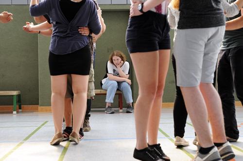 Sport und Tanz zählen nicht zu Cindys (Julia Jendroßek) Hobbys. Aber hat sie überhaupt welche? Freunde und Hobbys ...