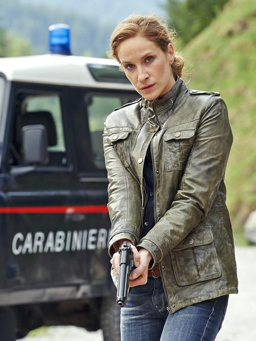 Als Kommissarin Sonja Schwarz muss Chiara Schoras den Kampf gegen das Verbrechen in Südtirol aufnehmen.