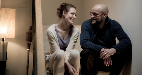 Elizabeth (Lavinia Wilson) und Georg (Jürgen Vogel) führen ein einigermaßen luxuriöses Patchwork-Leben.