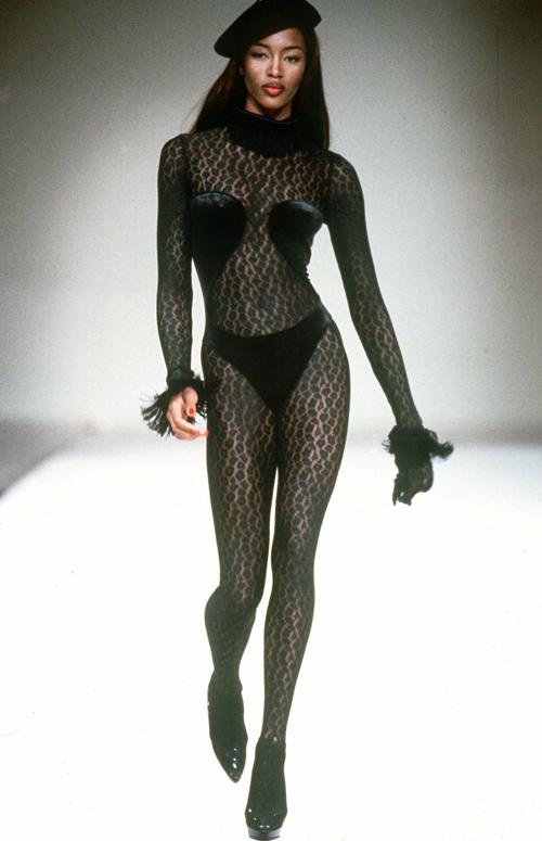 Endlich wieder sexy, die Mädels! Das Topmodel Naomi Campbell war ein Gesicht - und Körper -der 90-er.