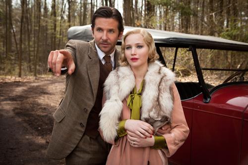 Ehrgeizig verfolgt das überaus selbstsüchtige Paar Pemberton (Bradley Cooper und Jennifer Lawrence) seine Träume von einem sorglosen Leben in Brasilien.