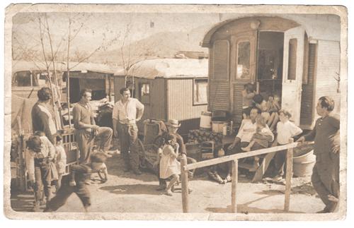 Am Rand der Gesellschaft: Bis in die 1960er Jahre lebten die Freiburger Sinti in Wagen am Stadtrand – heute wohnen sie in einer Reihenhaussiedlung in Weingarten.