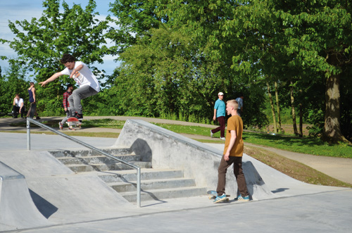 Endlich: Freiburgs Skater haben am Dietenbach ihre eigene Anlage. Vertreter der Szene wie Matthias Kappler (Mitte) haben den Skatepark mitgeplant.
