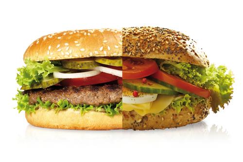 Manche mögen's heiß: Der Normalburger hat es zunehmend schwerer gegen Snacks.