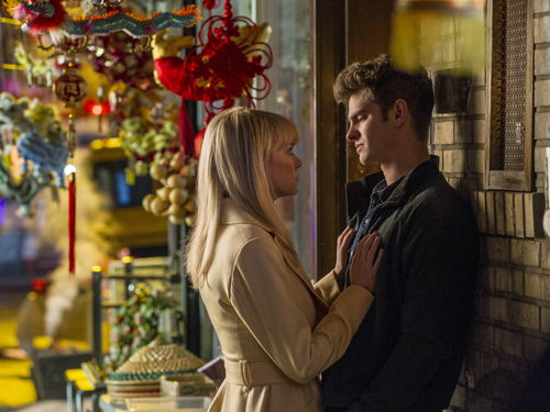 Peter (Andrew Garfield) hat Angst, dass Gwen (Emma Stone) seinetwegen etwas zustoßen könnte.