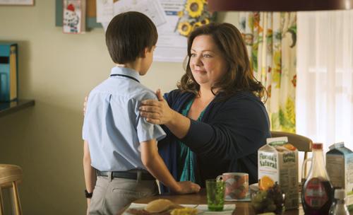 Die alleinerziehende Maggie (Melissa McCarthy) versucht in einem heruntergekommenen Wohnviertel mit ihrem Sohn Oliver (Jaeden Lieberher) neu anzufangen.