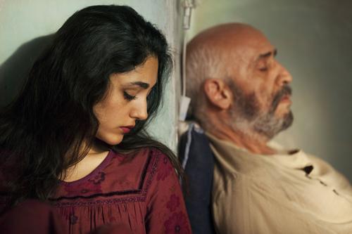 Die Frau (Golshifteh Farahani) benutzt ihren Mann (Hamid Djavadan) als Klagemauer. Und erträgt dadurch ihr Schicksal.