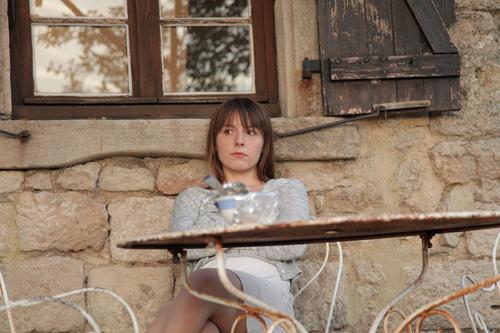Anna (Marie Rosa Tietjen) möchte sich einen angenehmen Sommer machen.