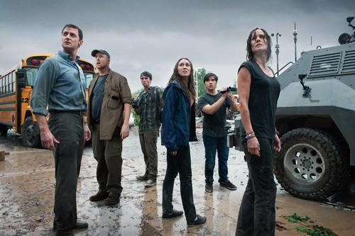 Sie finden sich und filmen alles. Von links: Gary (Richard Armitage), Pete (Matt Walsh), Donnie (Max Deacon), Kaitlyn (Alycia Debnam-Carey), Trey (Nathan Kress) und Allison (Sarah Wayne Callies).