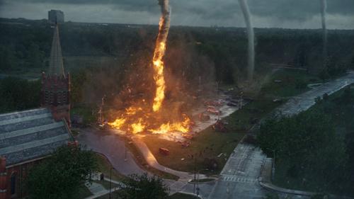 Zwei Drittel Tornado, ein Drittel Benzin: Die brennende Windhose macht was her.