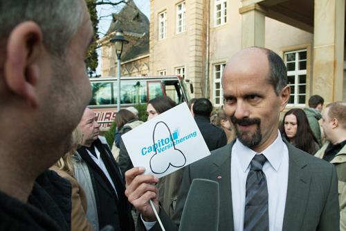 Gegen das Kapital: Bernd Stromberg (Christoph Maria Herbst) lehnt sich gegen seinen Arbeitgeber, der Capitol Versicherung, auf.