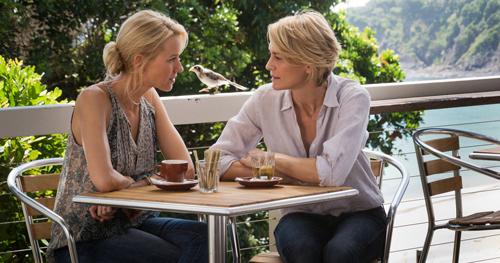Die jeweilige Affäre belastet die Freundschaft von Roz (Robin Wright, rechts) und Lil (Naomi Watts).