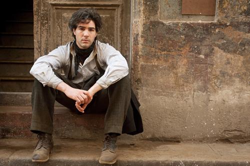 1915: Nazaret (Tahar Rahim) lebt und arbeitet in Mardin im Osmanischen Reich, nahe der Grenze zu Syrien.