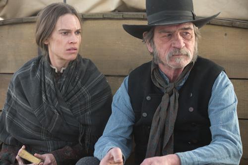 George Briggs (Tommy Lee Jones) und Mary Bee Cuddy (Hilary Swank) treten eine lange, gefährliche Reise an.