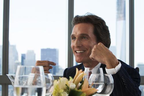 Ein Highlight gleich zu Beginn: Matthew McConaughey redet sich als Belfort-Mentor Mark Hanna in Rage und führt seinen Schüler in die Welt der Wall Street ein.