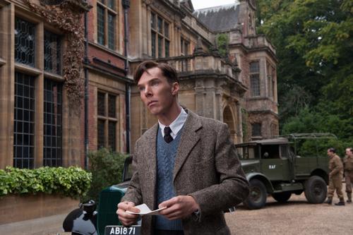 Mensch oder Maschine? Kriegsheld oder Verräter? Benedict Cumberbatch liefert als Alan Turing eine glanzvolle Vorstellung.
