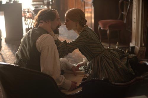 Mit Nelly (Felicity Jones) hat Dickens (Ralph Fiennes) endlich eine Frau gefunden, mit der er über seine Werke sprechen kann.