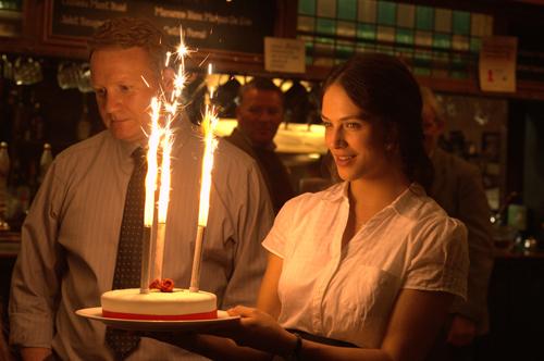 """Pub-Besitzer Michael (Michael Jibson) und seine Tochter Rachel (Jessica Brown Findlay) ahnen nicht, wie schrecklich der Abend mit dem """"Riot Club"""" werden wird."""