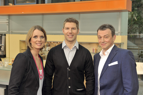 """Ex-Fußballprofi Thomas Hitzlsperger (Mitte) freut sich auf """"eine anspruchsvolle und ehrenvolle Aufgabe"""" als WM-Experte beim """"ZDF-Morgenmagazin"""" (mit den Moderatoren Jessy Wellmer und Thomas Skulski)."""